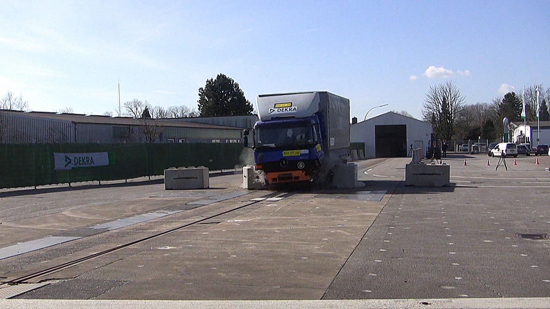 MDR: Mobile Anti-Terror-Sperren halten Lastwagen nicht stand