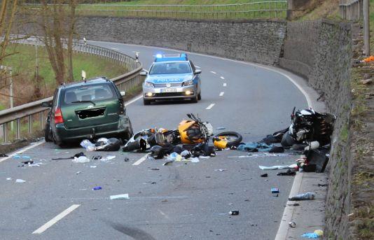 Zwei Motorradfahrer sterben bei Unfall