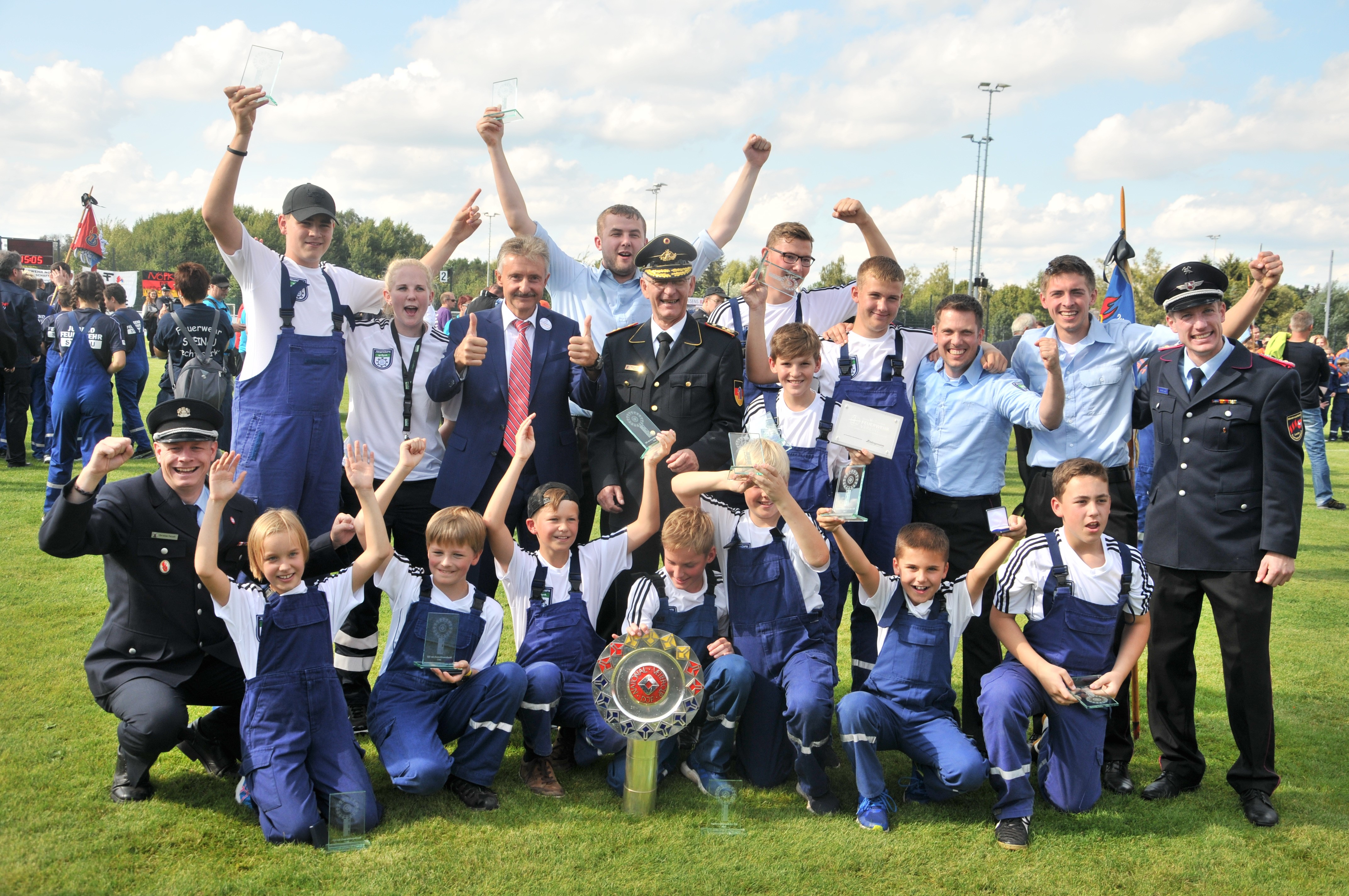 Die siegreiche Mannschaft aus Niedersachsen bei den Deutschen Meisterschaften der Jugendfeuerwehr.