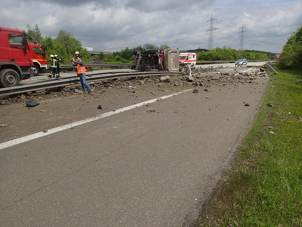 Zwei Lastwagenfahrer sterben bei Unfällen auf der Autobahn