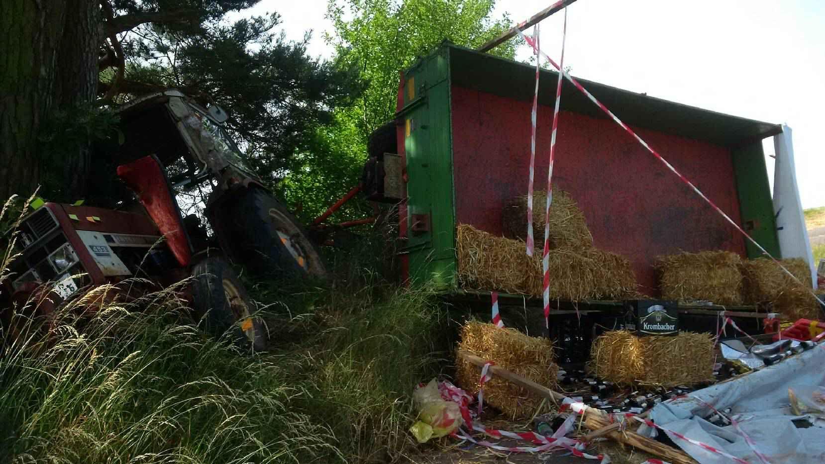 Mit Traktor gegen Baum: Schüler verunglücken bei Abschlussfahrt
