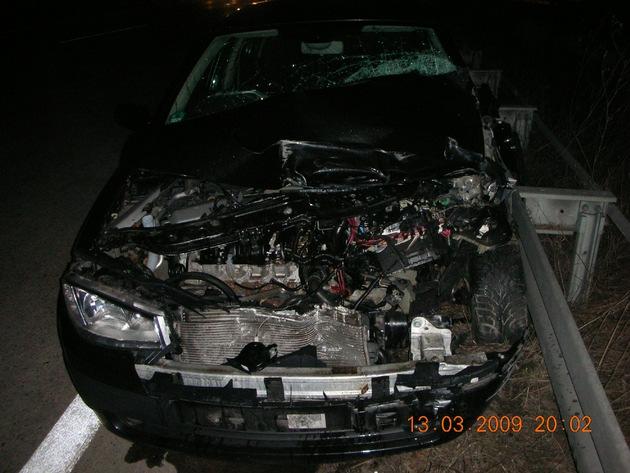 POL-HI: Verkehrsunfall mit drei beteiligten Fahrzeugen auf der BAB 7, Teile geraten auf die Gegenfahrbahn