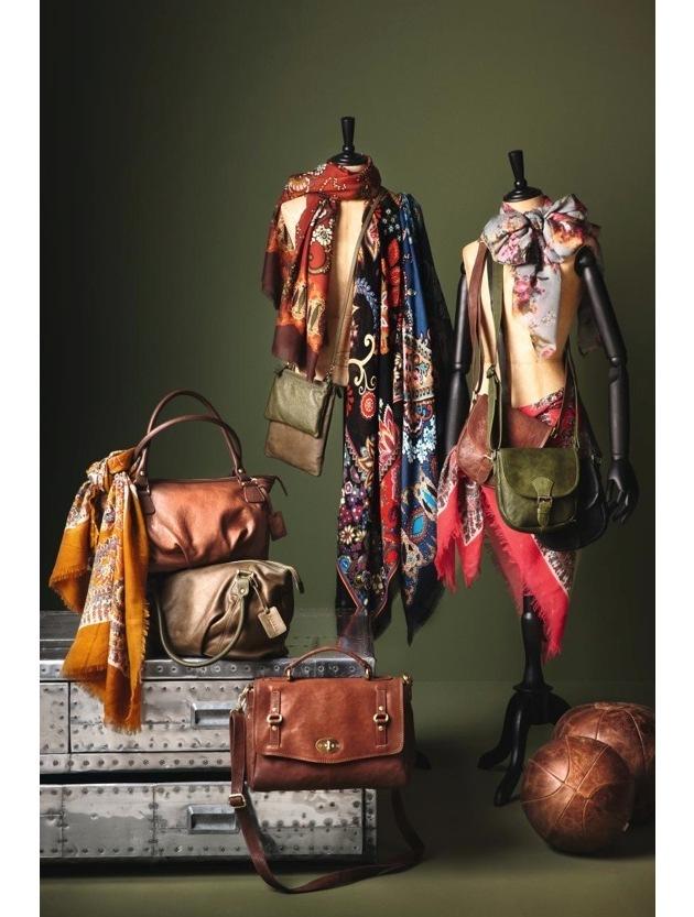 Dossier de presse pour le magazine Globus RÉTRO GLAM SEPTEMBRE/OCTOBRE 2011