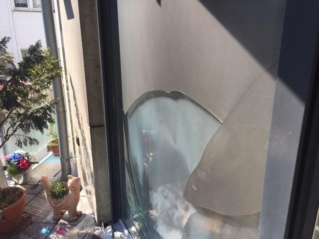 FW Ratingen: Starke Rauchentwicklung auf der Terrasse mitten in der Innenstadt
