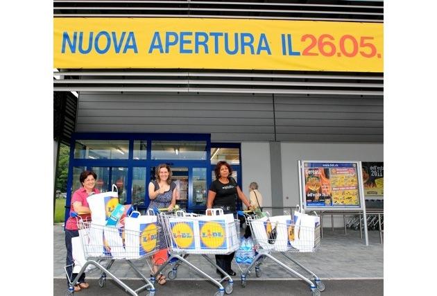 Apertura dei primi punti vendita Lidl in Ticino / Questa mattina i clienti ticinesi hanno potuto fare acquisti per la prima volta in uno dei quattro punti vendita di nuova apertura della Lidl in Ticino