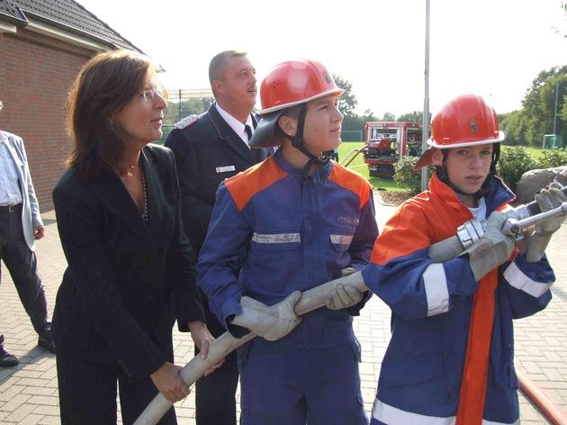 FW-LFVSH: Jugendministerin Trauernicht lobt Jugendfeuerwehren