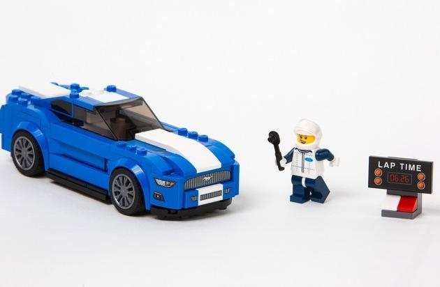 """Ford-Werke GmbH: Traumautos für Groß und Klein: Ford Mustang und F-150 Raptor starten als LEGO """"Speed Champions"""""""