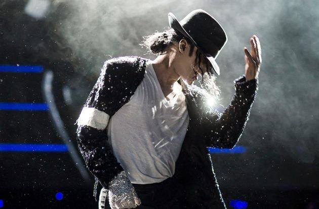 Estrel Berlin: Michael Jackson - Die Legende lebt / Europapremiere in Berlin: Tribute-Show feiert den King of Pop
