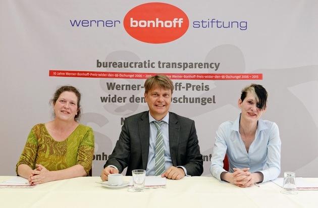 """Werner Bonhoff Stiftung: Hebamme aus Ingolstadt gewinnt """"Werner-Bonhoff-Preis-wider-den-§§-Dschungel"""" 2015"""