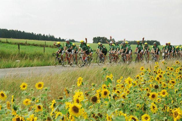 SKODA ist erstmals Fahrzeugpartner der Fahrrad-Spendenfahrt 'Tour der Hoffnung'