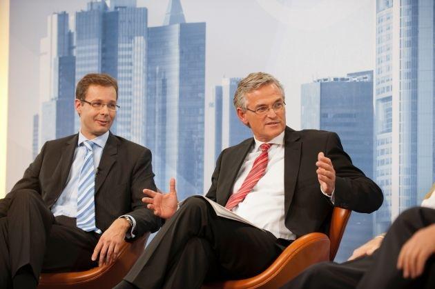 """Kuhn (Grüne): Eurobonds dürfen nicht zu """"Zinssozialismus"""" führen / Commerzbank-Vorstand Beumer fordert mehr Europa: """"Wenn man den Euro will, geht an der politischen Integration kein Weg vorbei"""" (mit Bild)"""