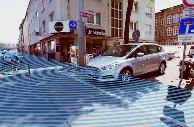 Ford-Werke GmbH: Autos, die um Ecken schauen: Ford startet Kamera-Technologie zur Vermeidung von Zusammenstößen