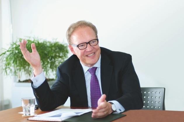 Davidoff geht bedeutende Sponsoring Partnerschaft mit Art Basel ein / Die exklusive Schweizer Cigarrenmarke tritt der prestigeträchtigen Liga der Art Basel-Sponsoren bei