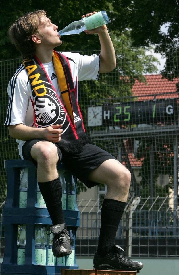 NABU ruft Fußballfans zu umweltbewusstem Trinken auf