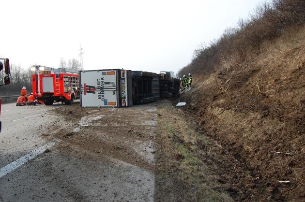 POL-HI: Erneute Vollsperrung der BAB 7 nach Verkehrsunfall (Sattelzug) mit einer schwerverletzten Person