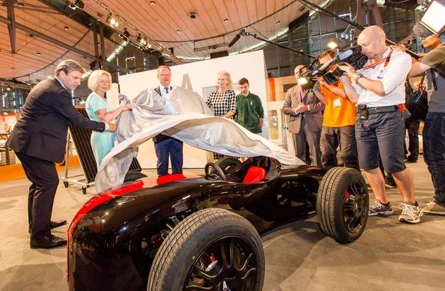 Autostadt GmbH: Bundesministerin Wanka und Ministerpräsident Weil enthüllen Kleinrennwagen auf der IdeenExpo