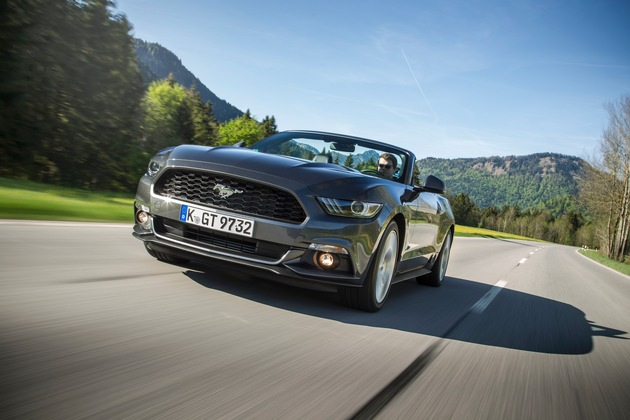 Ford Mustang im ersten Halbjahr meistverkaufter Sportwagen der Welt: Fastback mit V8-Motor in Race-Rot in Europa besonders nachgefragt