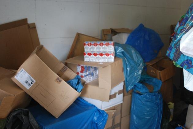 ZOLL-HH: Zigarettenhehler versteckt sich in Zigarettenkartons