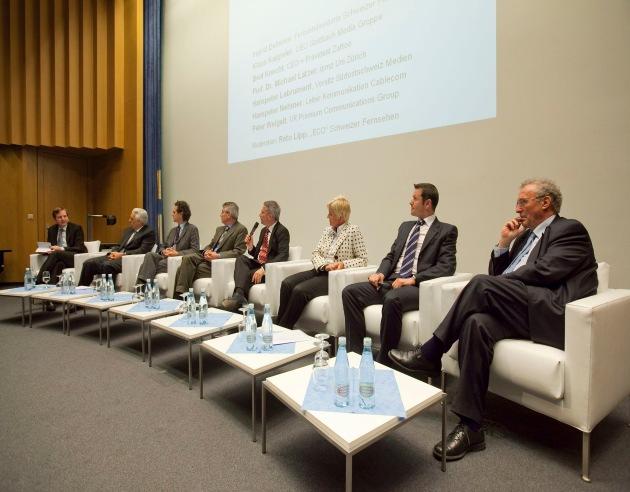 Fragmentierte digitale TV-Welt: Fernseh- und Medienexperten diskutieren TV-Zukunft am Communication Summit 2009