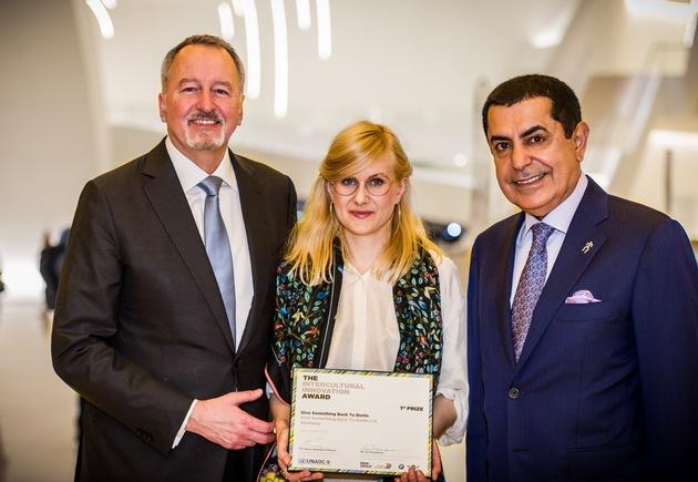 """Initiative """"Give Something Back to Berlin"""" gewinnt Hauptpreis des Intercultural Innovation Award 2016 / BMW Group und United Nations Alliance of Civilizations (UNAOC) zeichnen deutsche Initiative aus"""