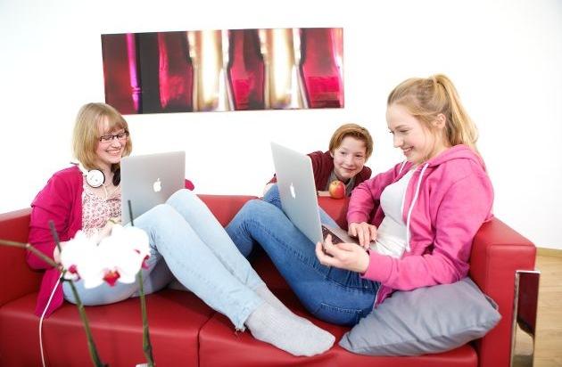 HPI Hasso-Plattner-Institut: Online-Programmierkurs für Schüler stark nachgefragt: Bundesbildungsministerin Wanka begrüßt Angebot des Hasso-Plattner-Instituts