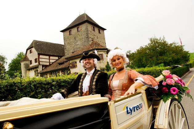 125 Jahre Lyreco - in Oldtimer und Kutsche auf Kundenbesuch