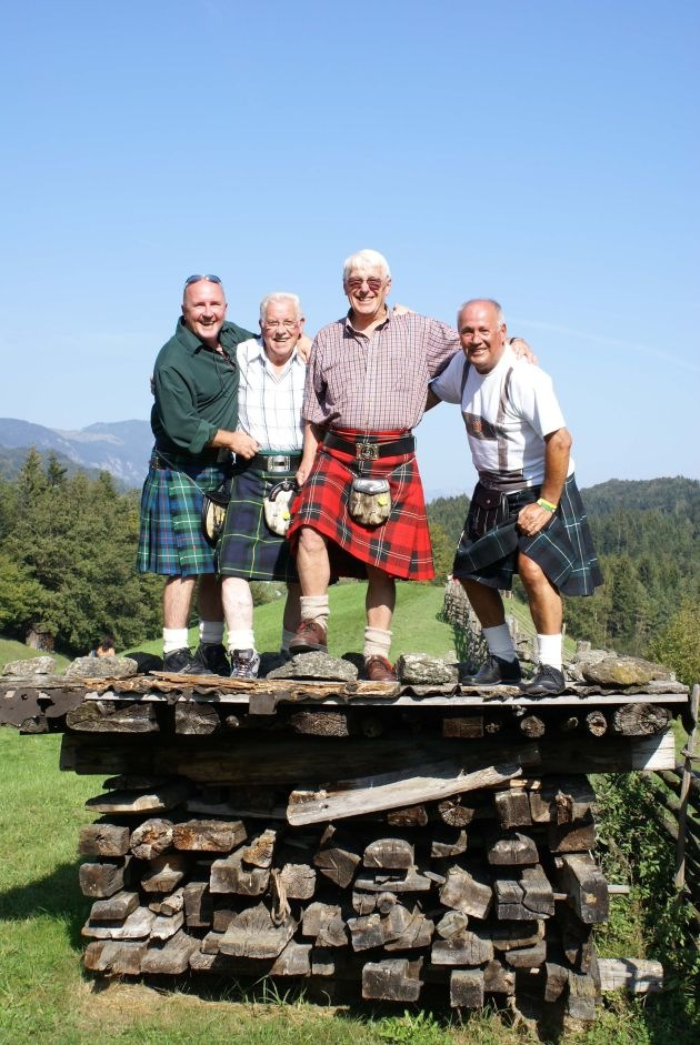 Schottische Highlander feiern Tiroler Tradition
