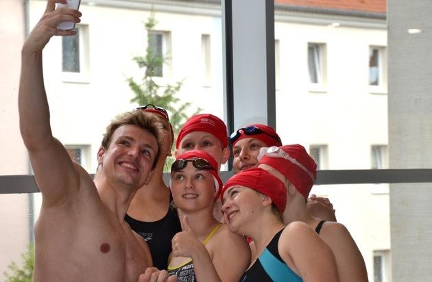 Deutsche Bahn AG: Biedermann schwimmt mit dem Nachwuchs