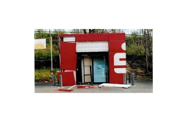 pol pdkh geldautomat gesprengt zeugenaufruf pressemitteilung polizeidirektion bad kreuznach. Black Bedroom Furniture Sets. Home Design Ideas