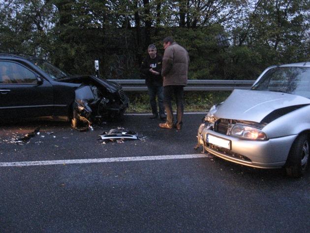 POL-HI: BAB 7, Stadt Hildesheim -- Schwerer Unfall in Anschlussstelle fordert einen Schwer - und zwei Leichtverletzte