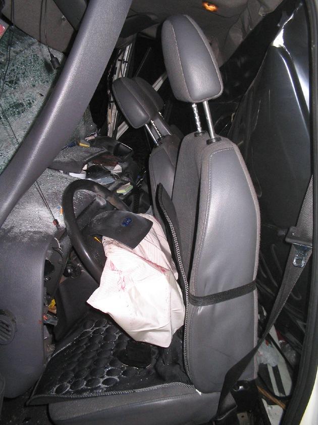 POL-HI: Schwerer Sprinterunfall auf der A 39 -Fahrer verletzt eingeklemmt -