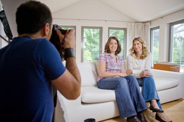 Stefanie Graf steht mit Gewinnern des Teekanne Castings vor der Kamera (mit Bild) / Stefanie Graf und Teekanne setzen Zusammenarbeit mit gemeinsamem Fotoshooting fort