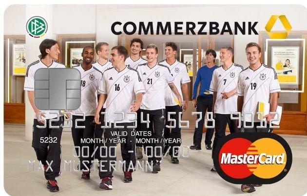 Konto und Kreditkarte - ein Großteil der Deutschen zahlt drauf / Commerzbank-Umfrage: Kreditkarte ist für die Hälfte der Deutschen wichtig