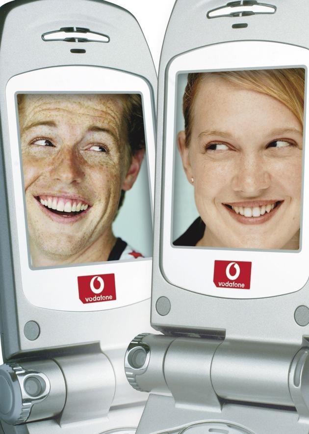 Vodafone startet als erster Netzbetreiber mit der Vermarktung von UMTS-Handys