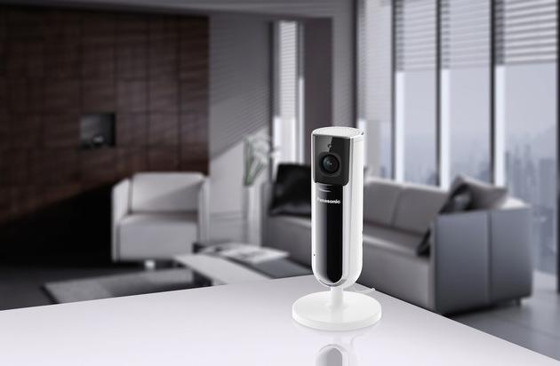 BILD: Smart Home HD-Kamera für mehr Sicherheit Zuhause / Die neue Panasonic Smart Home Kamera KX-HNC800 sorgt mit Full HD-Aufnahmequalität und 142-Grad Weitwinkel für mehr Schutz im Alltag (FOTO)