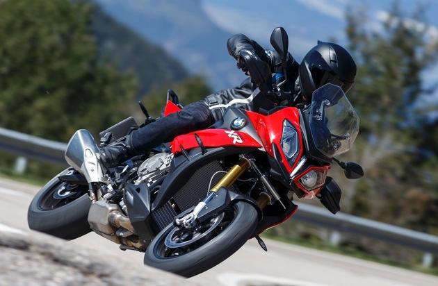 BMW Group: BMW Motorrad erzielt mit einem Absatzwachstum von 10,5 % sein bisher bestes Halbjahresergebnis / Hohes, zweistelliges Wachstum im Juni 2015. Für Gesamtjahr wird neuer Absatzrekord erwartet