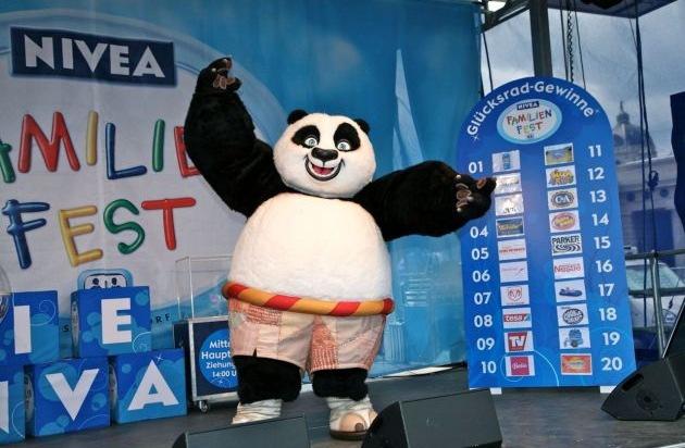 gro es nivea familienfest mit kung fu panda bild pressemitteilung alpbachtal seenland tourismus. Black Bedroom Furniture Sets. Home Design Ideas