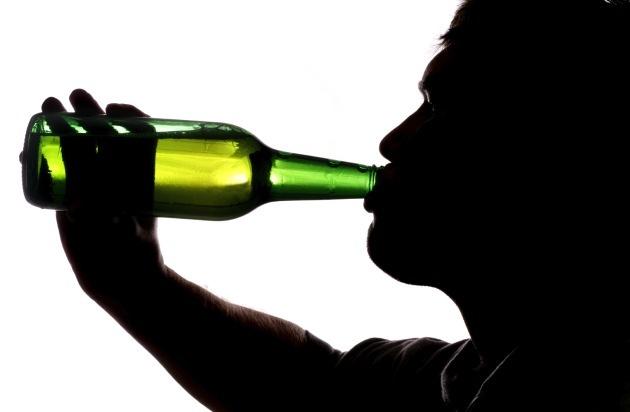 Allianz Suisse: «Neknomination»: un dangereux jeu d'alcool qui sévit sur Facebook (IMAGE/ANNEXE)