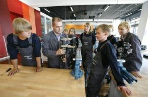 Autostadt GmbH: Lernen zum Anfassen: die Autostadt auf der didacta 2013
