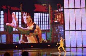 """SAT.1: Bruce Lee reloaded! Ein 5-jähriger Japaner kämpft in der SAT.1-Show """"Superkids"""" synchron zu seinem Idol"""