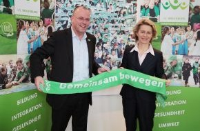 VfL Wolfsburg-Fußball GmbH: VfL Wolfsburg-Presseservice: Ursula von der Leyen zu Besuch beim VfL Wolfsburg / Grundschüler erklären Bundesministerin für Arbeit und Soziales das VfL-Wiki