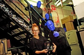 "Stage Entertainment Berlin: ""BLUE MAN GROUP feat. Stefanie Heinzmann"" bei Raabs letzter ""TV total Stock Car Crash Challenge"""