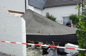 Feuerwehr Arnsberg: FW-AR: Carportdach in Bruchhausen eingestürzt