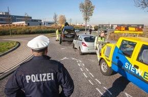 Polizeipressestelle Rhein-Erft-Kreis: POL-REK: Mann bei Verkehrsunfall schwer verletzt - Wesseling