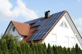 CosmosDirekt: Sturm und Hagel: Wie Hausbesitzer ihre Solartechnik richtig versichern (FOTO)