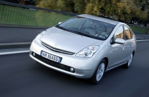 """Toyota Schweiz AG: Das """"Auto des Jahres 2005"""": Sauberster Mittelklassewagen der Welt"""