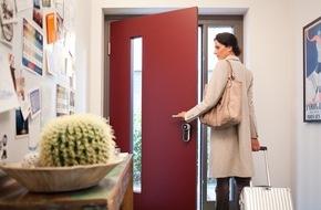 RWE International SE - Effizienz: Haustüren intelligent nachrüsten: ENTR jetzt im Smartstore von RWE