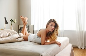 LIDL: Bleib schön du selbst: Sophia Thomalla präsentiert Mode und Kosmetik von Lidl / Das Handelsunternehmen startet eine neue Kampagne in TV, Print und online für die Linien Esmara und Cien