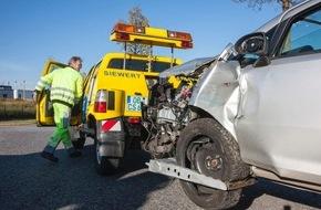 Polizeipressestelle Rhein-Erft-Kreis: POL-REK: Zwei Schwerverletzte nach Verkehrsunfall - Bergheim