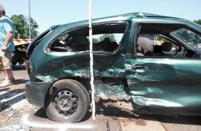 Polizei Düren: POL-DN: Schwerer Verkehrsunfall fordert vier Verletzte
